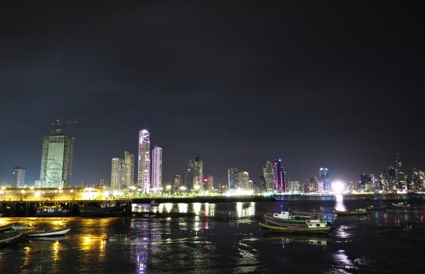 Portraits-of-my-Land-Panama-city-night-2